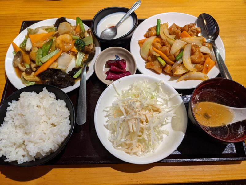登別・福楽餃子坊の今週のランチBセット「八宝菜」と「鶏肉の四川風炒め」