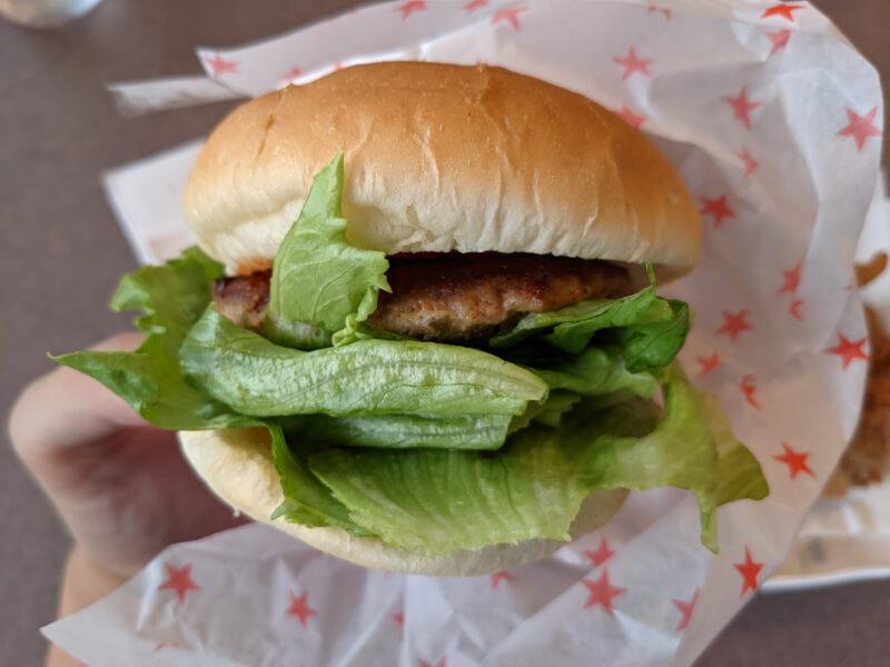 登別・カナディアンフライドチキンの手作りハンバーガー
