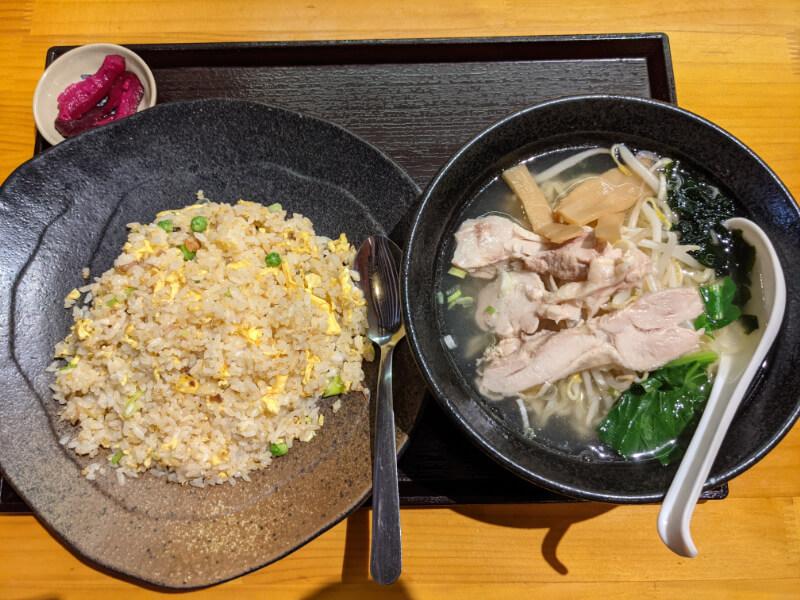 登別・福楽餃子坊のラーメンセット「塩鶏ラーメンとチャーハン」