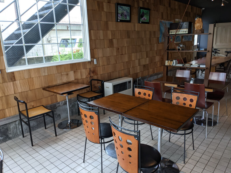 UNMIXed SOFT SERVE ICECREAMのテーブル席