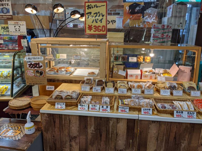 登別・銘菓本舗かめやアーニス店の焼き菓子コーナー
